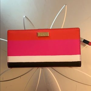 Fabulous Kate Spade multicolored wallet. 💗🧡💗🧡
